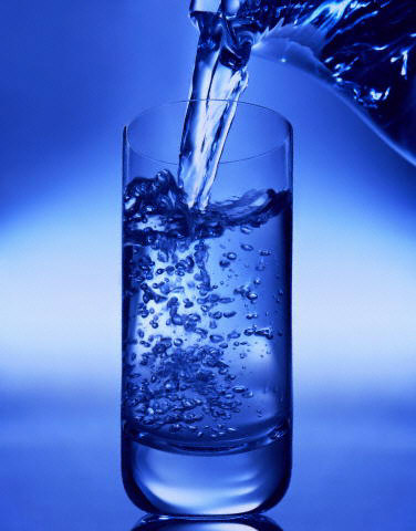 http://www.co.washington.or.us/HHS/EnvironmentalHealth/DrinkingWater/images/blue-glasswater_1.jpg