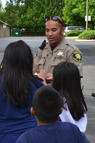 Deputy talking to kids