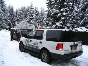 Deputy conducts traffic stop in the snow